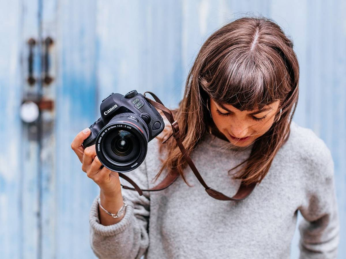 Female photographer holding Canon 6D Mark II