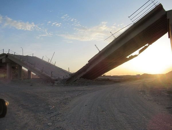 A photograph of a collapsed bridge in the city of Ramadi.