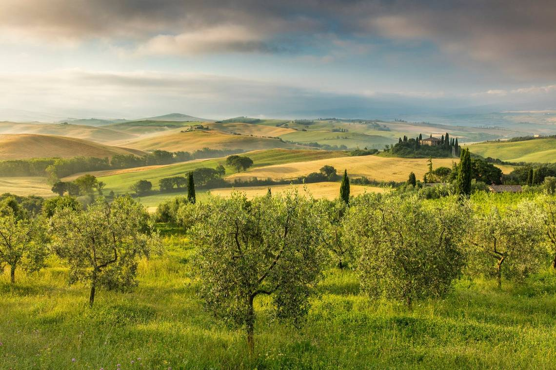 Villa Casanova and the Val d'Orcia at dawn, Tuscany, Italy by David Noton on a Canon EOS 5DS R.