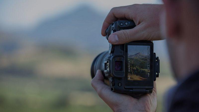 canon-eos-shooting-landscape-7060918461596564
