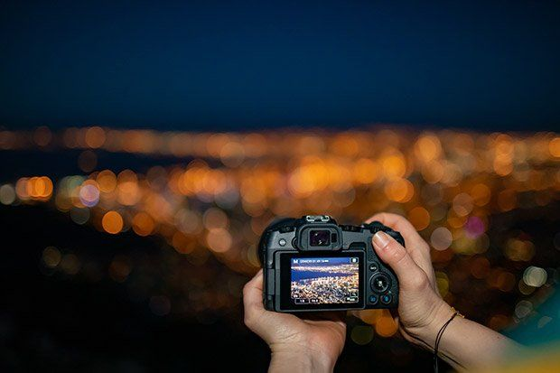 Canon EOS RP shooting night cityscape