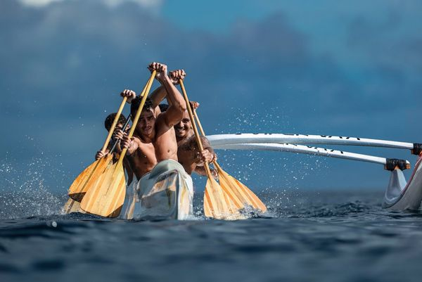 A Tahitian canoe photographed from front-on by Ben Thouard with a Canon EOS-1D X Mark III.