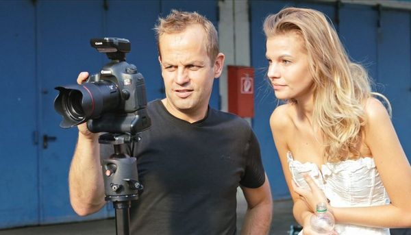 Jörg Kyas shows a model her image on his Canon camera.