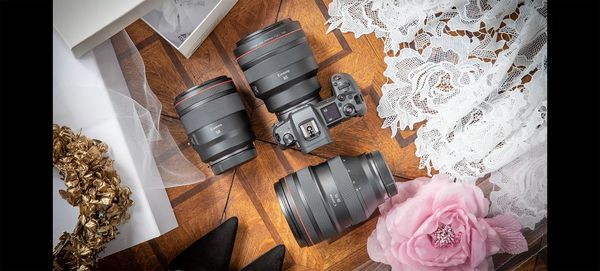 Félicia Sisco's camera and lenses on a table for a wedding shoot.