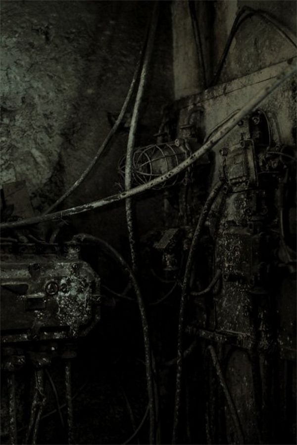 Cables and lights in the coal mine