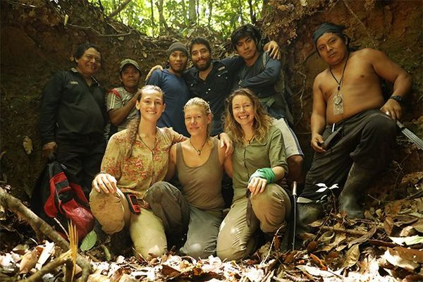 Laura Bingham, Ness Knight, Pip Stewart and six male Wai Wai tribespeople pose for a group shot.
