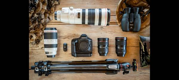 Marina Cano's photography kit, including a Canon EOS-1D X Mark III.