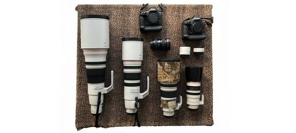 Marina Cano's Canon kit is laid out, showing different lenses and cameras.