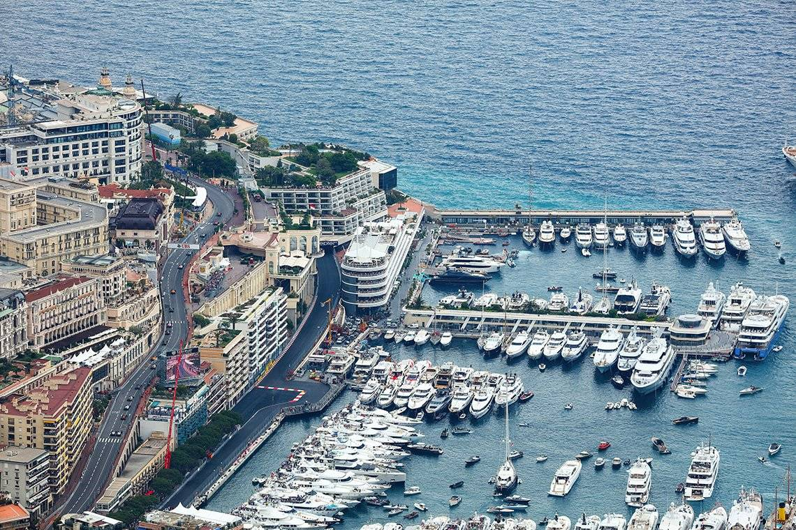 An aerial view of the start of the 2018 Monaco Grand Prix, photographed from a distance by Frits van Eldik using a Canon EOS 5DS R camera.