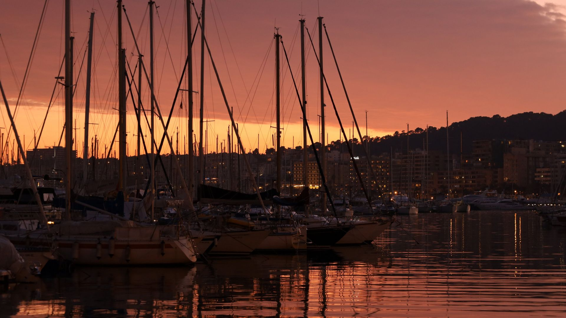 Shot on RF 24-105mm F4-7.1 IS STM of sailing boats at sunset