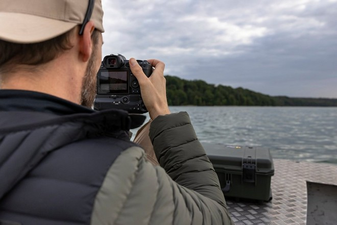 Robert Marc Lehmann shooting from a boat with the Canon EOS R5.