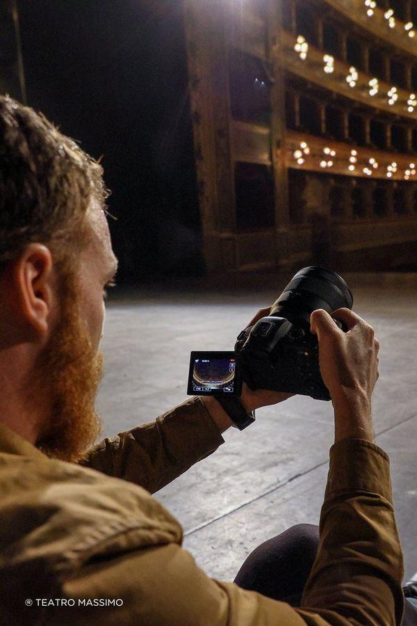 Javier Cortes filmează în Teatro Massimo