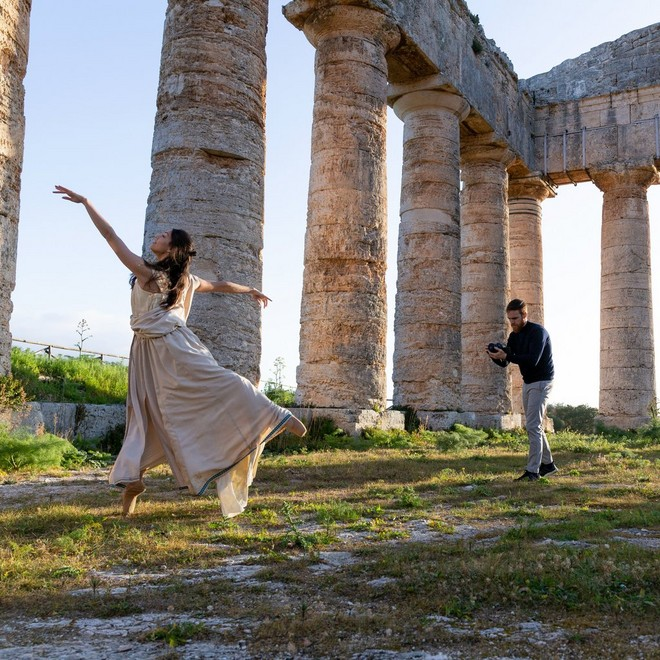 Shooting a ballet dancer in an open natural area surrounded with pillars