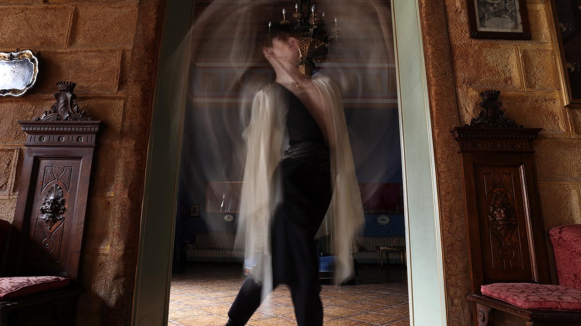 Surprinderea unor mişcări rapide de dans cu stabilizatorul remarcabil de imagine al aparatului EOS R6