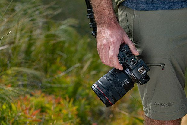 Gergo holding Canon EOS RP