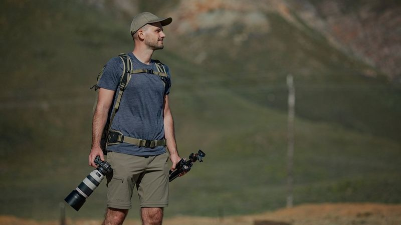 gergo-with-canon-eos-and-tripod-8580661053221437