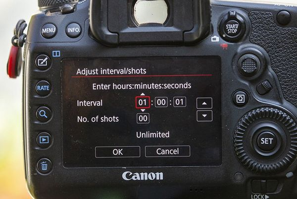 The Interval settings screen on a Canon EOS 5D Mark IV.