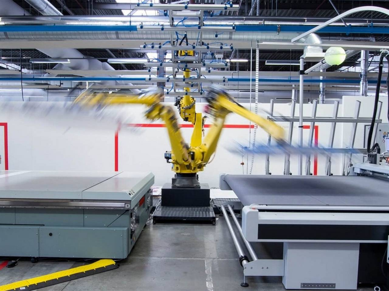 Robotization solutions for Arizona flatbed printers