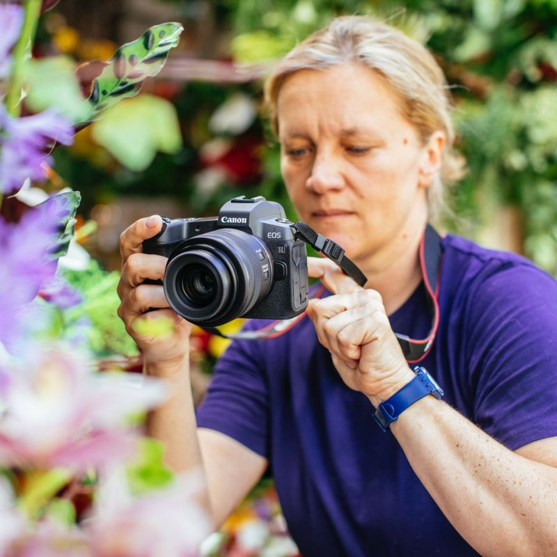 Ideal for filmmaking Guia Besana taking images of flowers