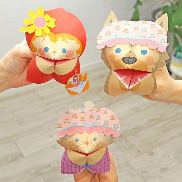 Paper fortune tellers puppets that resemble fictional characters.