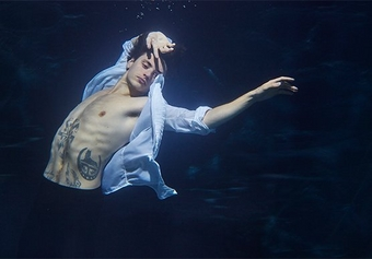 Beauty in the deep: Lorenzo Agius photographs the 'bad boy of ballet' underwater