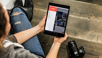 The collaboration between Irista on a tablet and a consumer DSLR