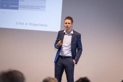 Philippe Baecke presenting at Future Promotional Forum 2018