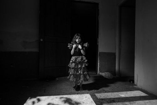 Life in low light - B&W Image - Small girl in dark room - taken with a EOS 5D Mark IV