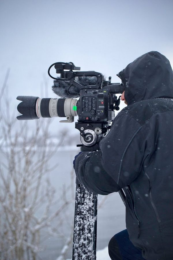 Roberto Palozzi films with an EOS C500 Mark II on a tripod looking out over a frozen landscape.