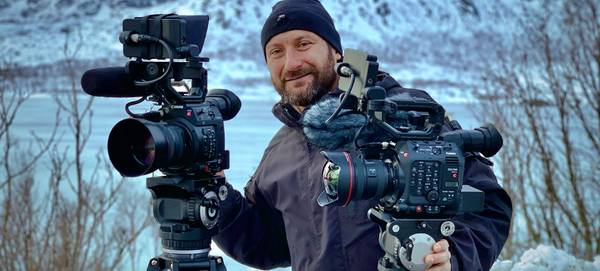Roberto Palozzi with an EOS C500 Mark II and EOS C200 on tripods in a snowy landscape.