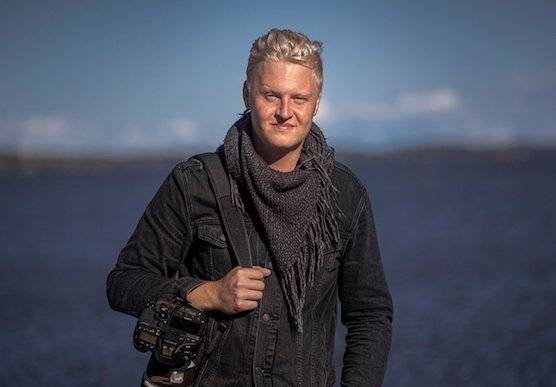 Photographer and Canon Ambassador Jonas Classon with his Canon camera.