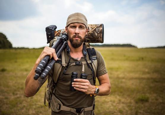 Photographer and Canon Ambassador Robert Marc Lehmann carries a Canon camera in camouflage covers. © Christian Lehnen