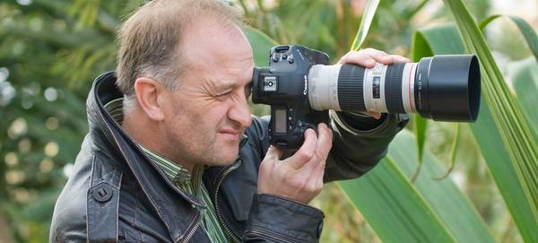 Garden photographer Clive Nichols holding a Canon camera.