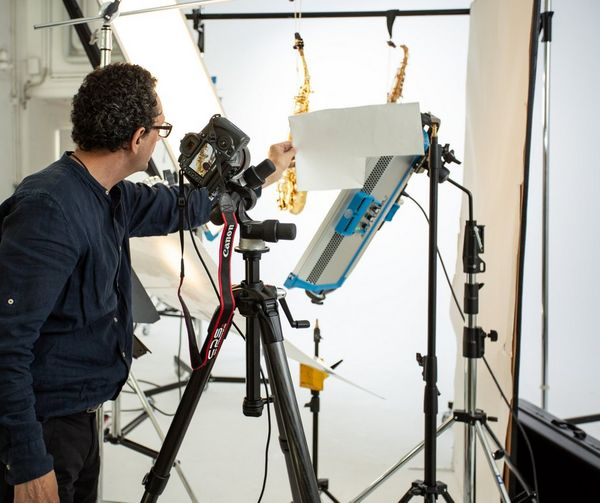 Photographer Eberhard Schuy photographing saxophones in his studio.