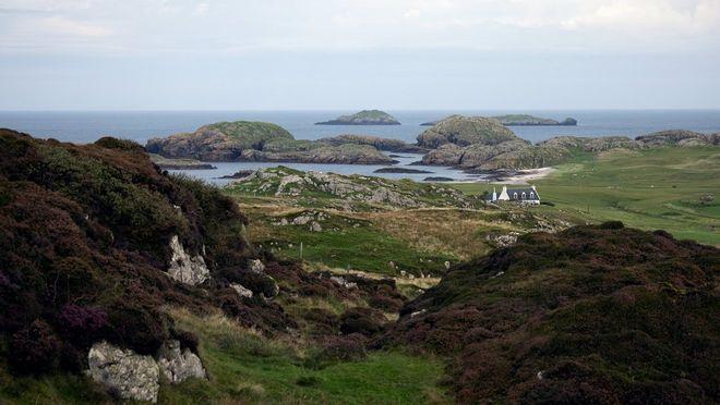 Fotografija pokrajine na škotski obali. Lucia Griggi je fotografijo posnela s Canonovim objektivom RF 70-200mm F4L IS USM in fotoaparatom EOS R5