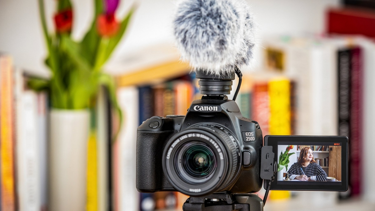CANON CAMERAS FOR VLOGGING