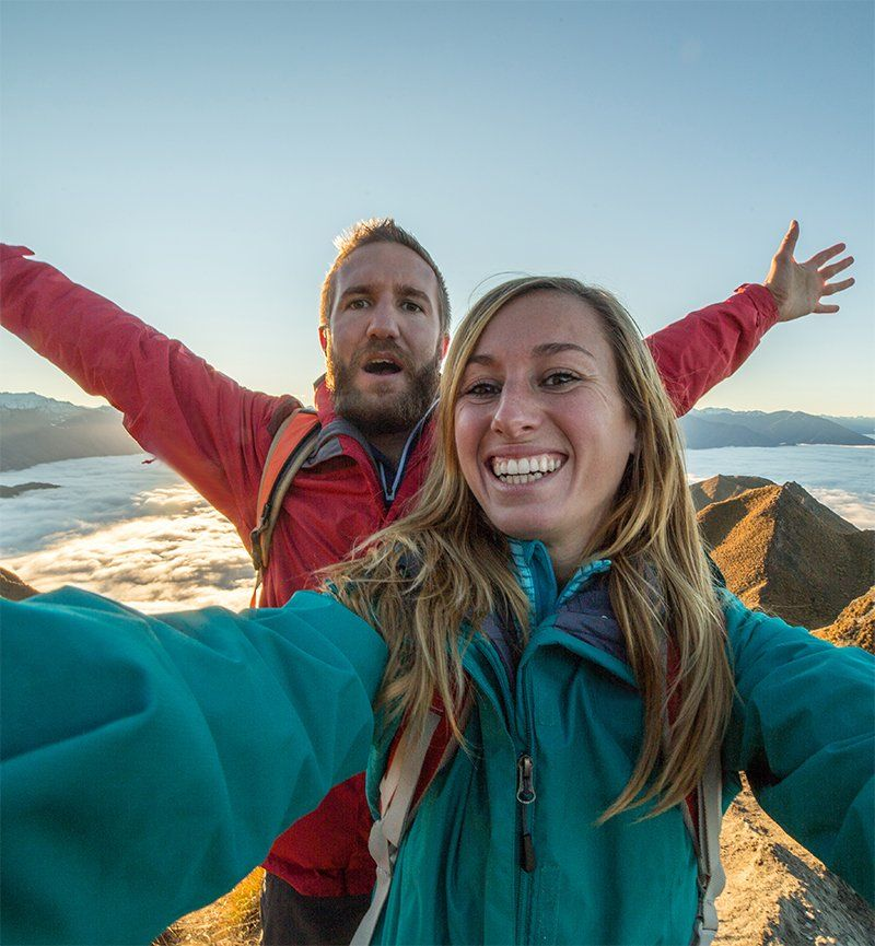 Winter 2019_VLOGGERS_Young couple take selfie on mountain