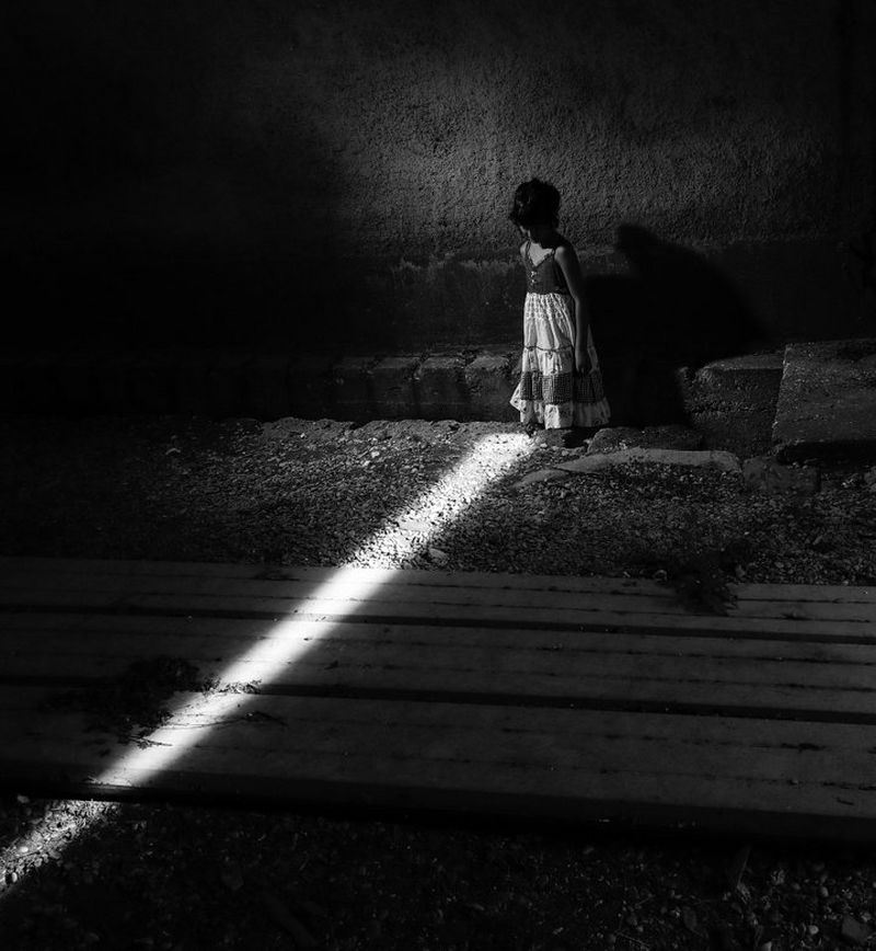 Black and white child in light with EOS 5D Mark IV