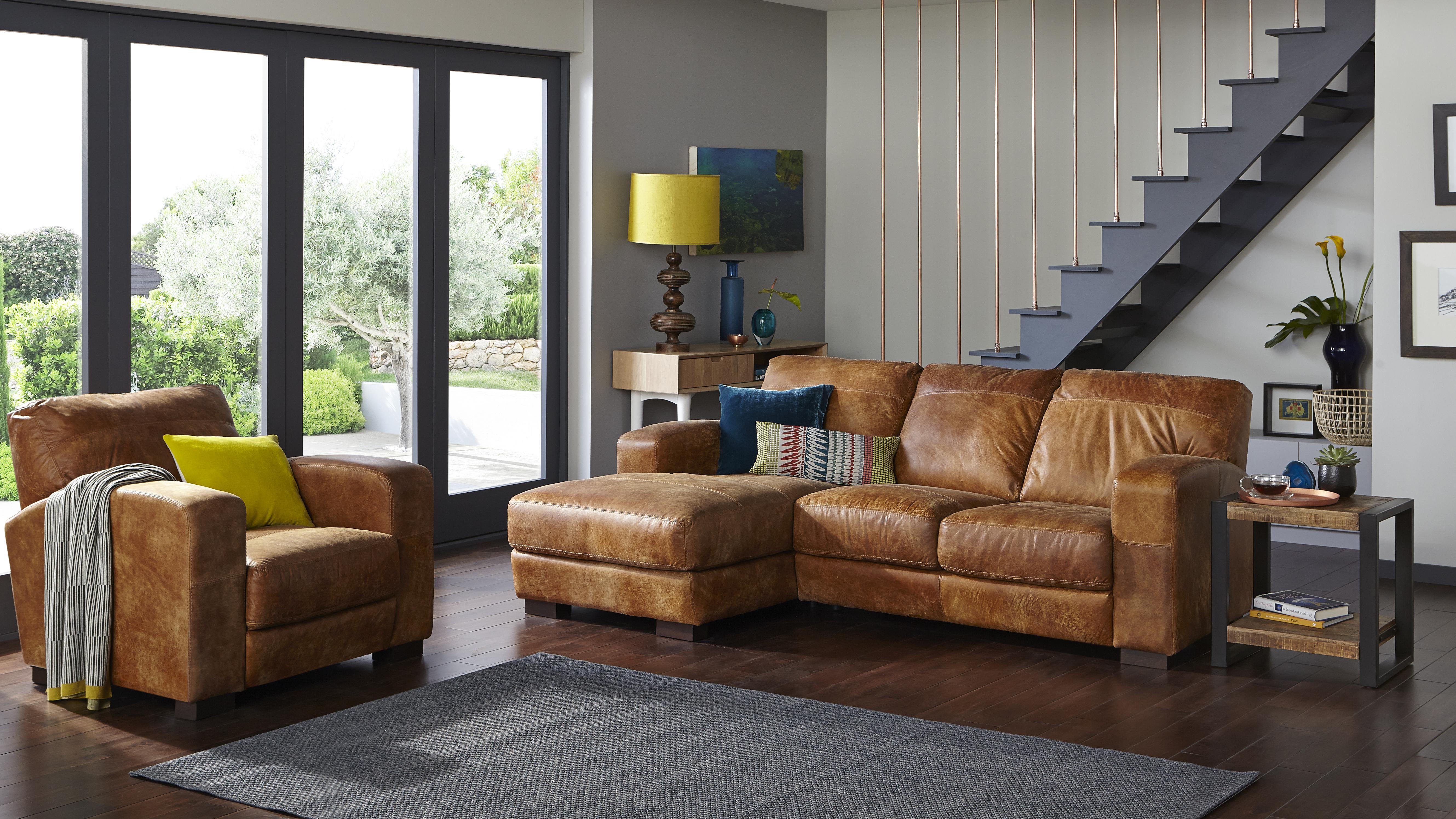 Caesar Brown Sofa Roomset