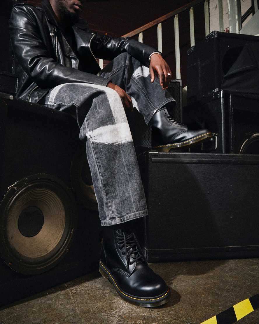 https://i1.adis.ws/i/drmartens/11822006.90.jpg?$large$1460 SMOOTH LEATHER ANKLE BOOTS | Dr Martens