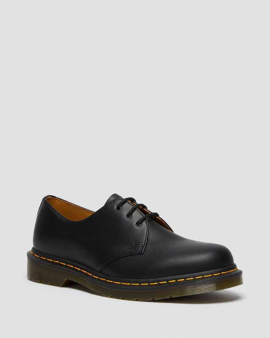 https://i1.adis.ws/i/drmartens/11838002.90.jpg?$large$1461 Smooth Leather Shoes | Dr Martens
