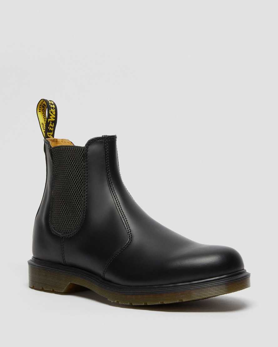 https://i1.adis.ws/i/drmartens/11853001.88.jpg?$large$2976 SMOOTH CHELSEA BOOTS | Dr Martens