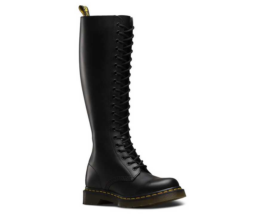 Dr. Martens 1B60 Virginia 20 Eye Boots Smooth Black