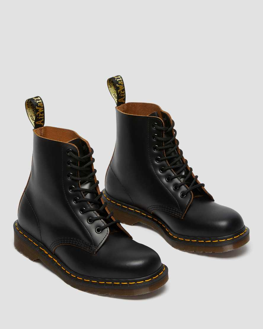 amazing DOC MARTENS vintage 1990 combat  boots made in England fits a us 6 12 7