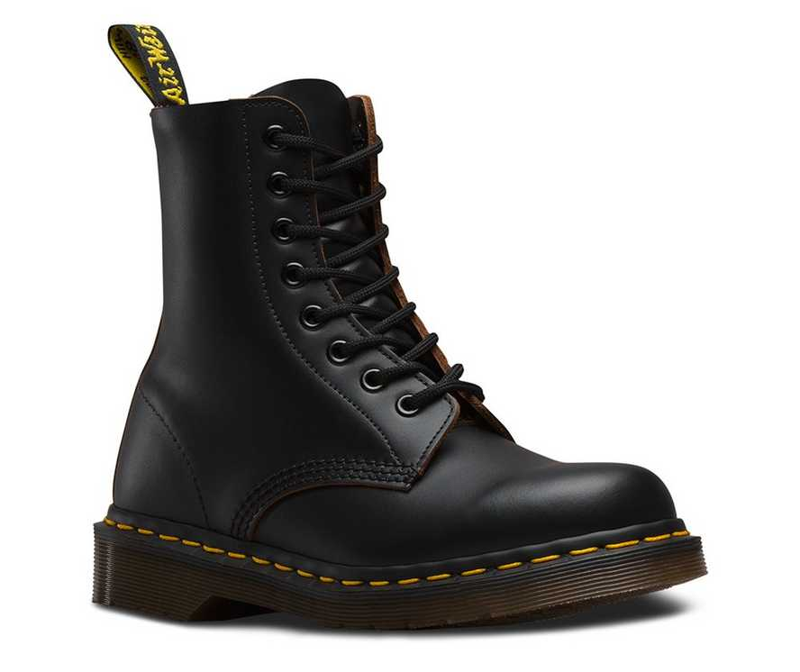 new style 3d06f fb732 VINTAGE 1460   Black and White Shoes   Boots   Dr. Martens Official