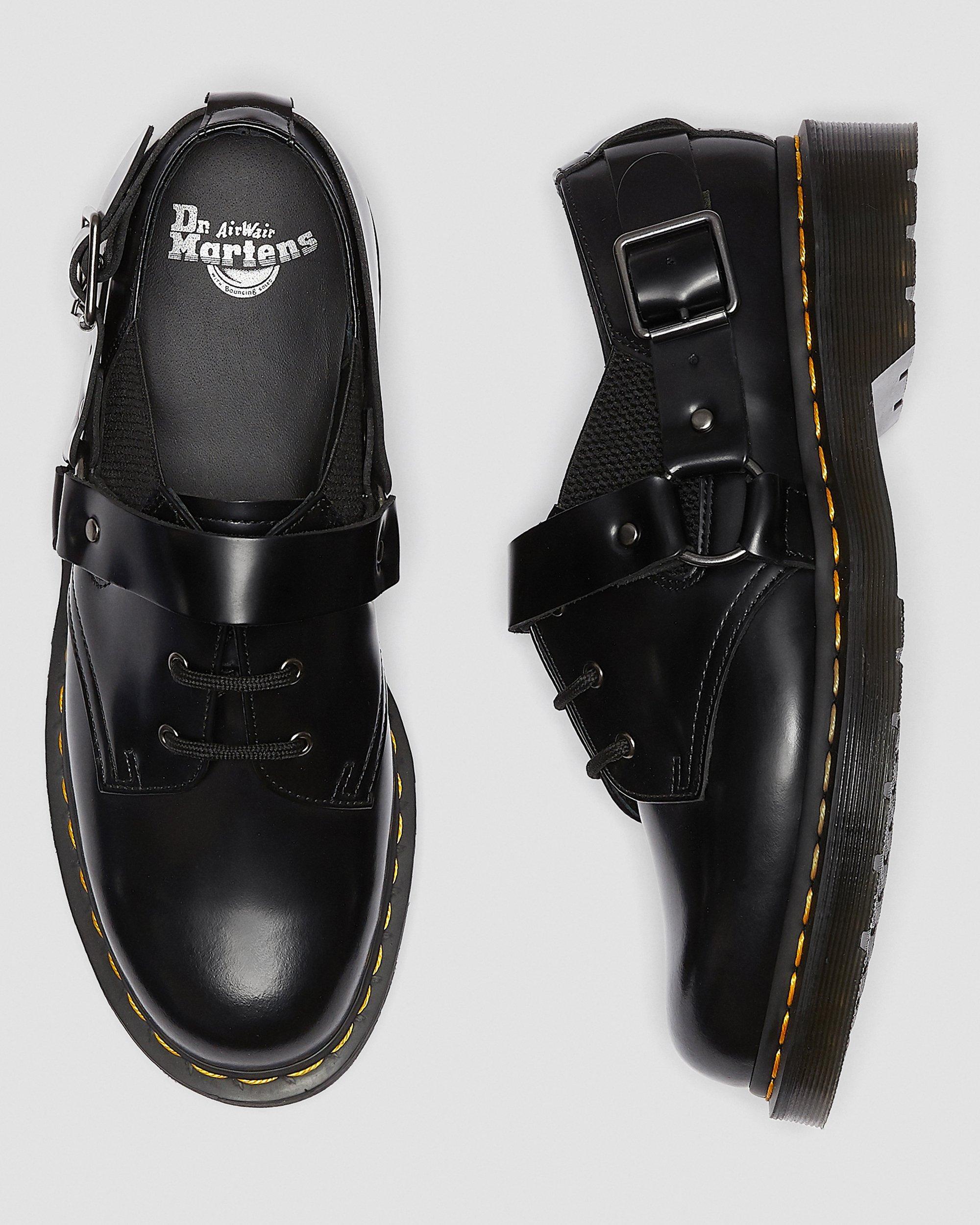 dr martens fulmar shoes in black