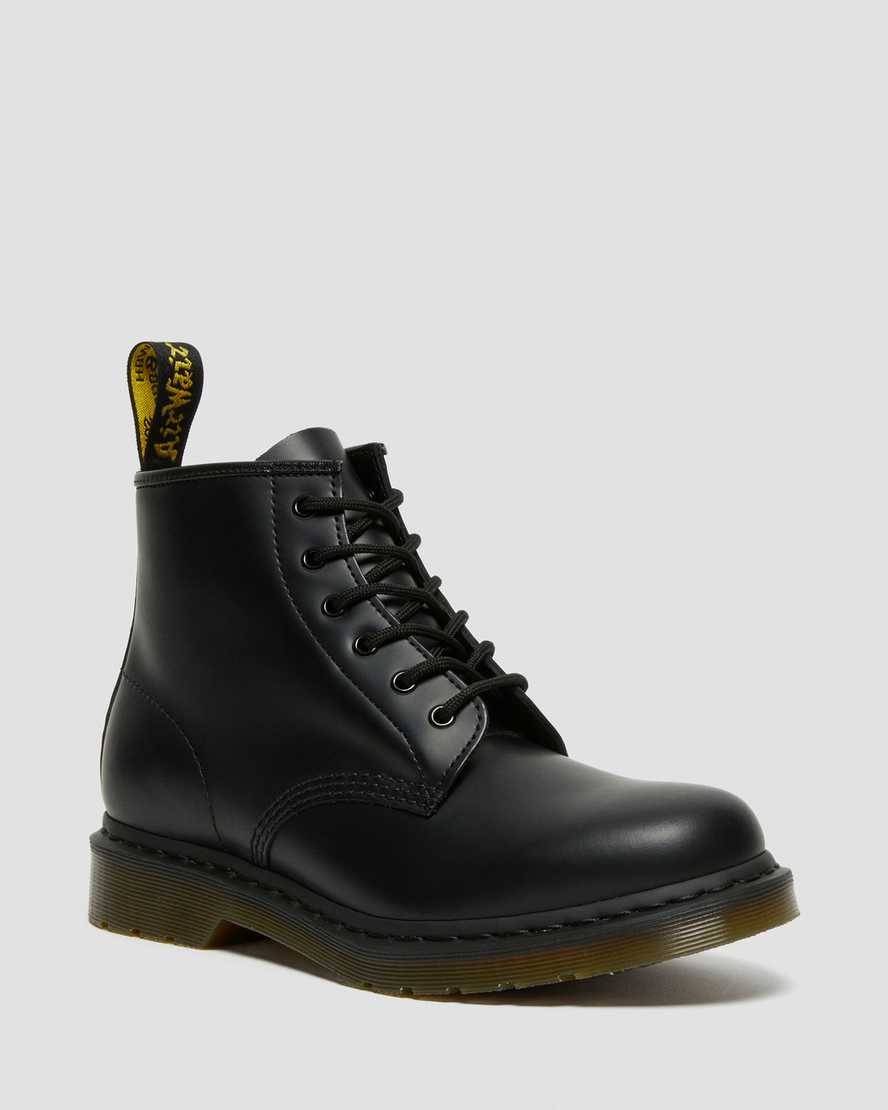https://i1.adis.ws/i/drmartens/24255001.88.jpg?$large$101 Smooth Leather Ankle Boots | Dr Martens