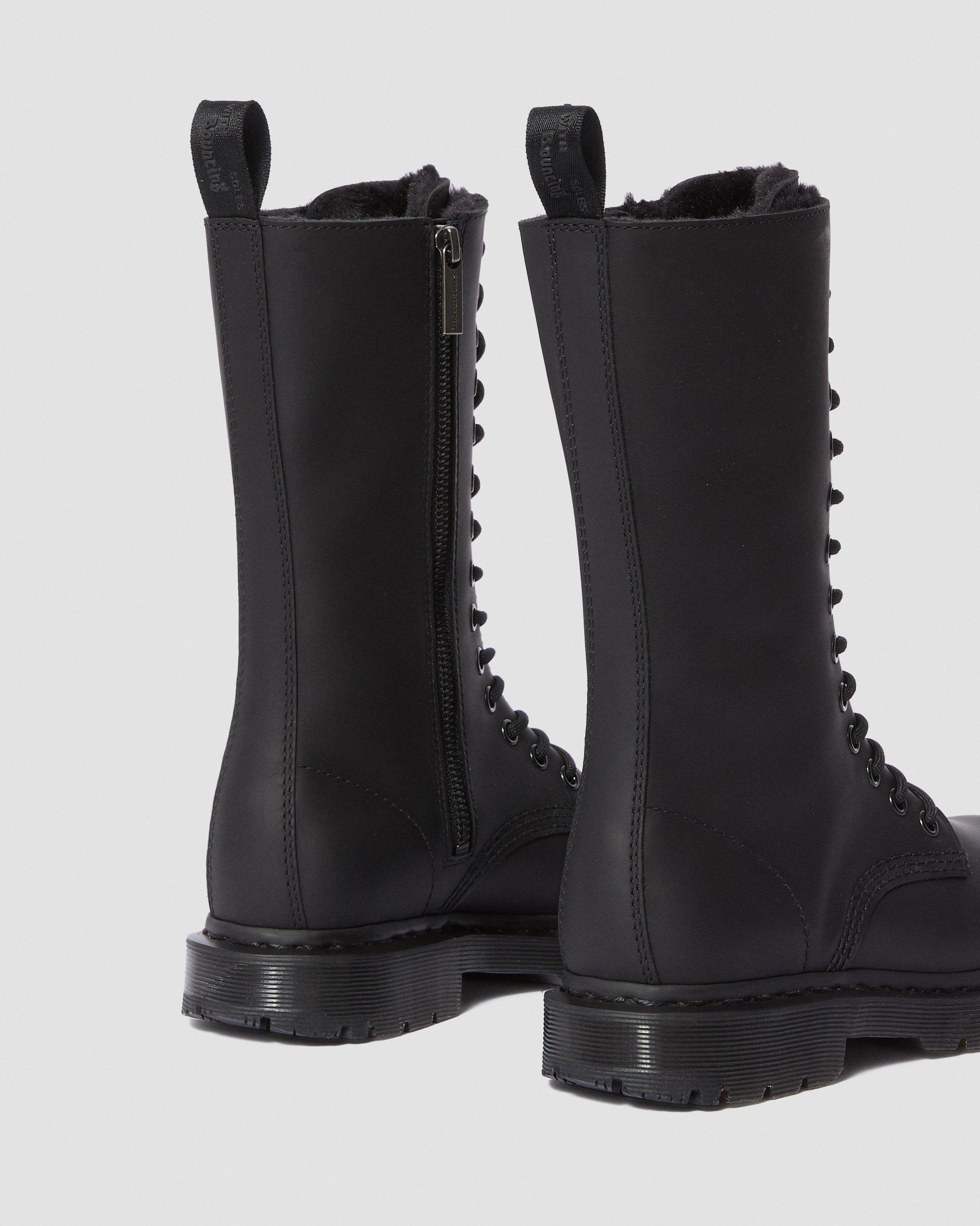 Dr. Martens Snowplow 8 Eye Boot | Grandshoes.co.uk | Dr
