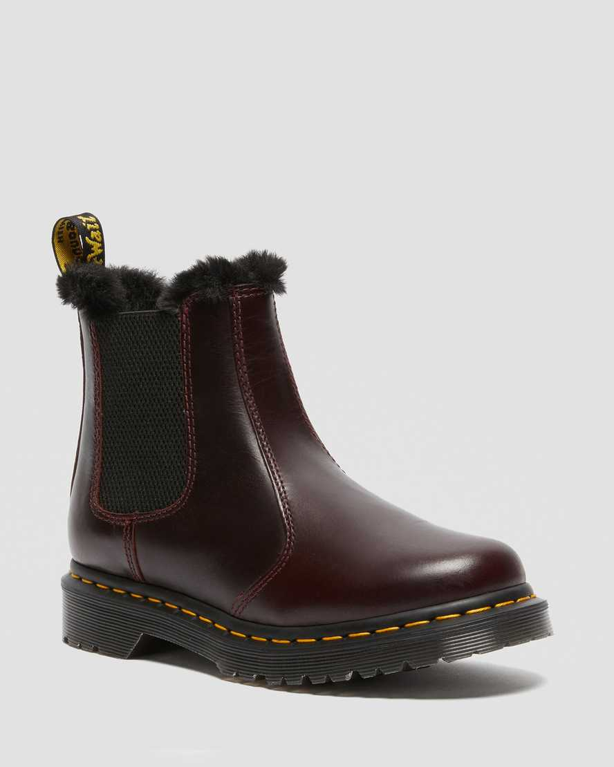 https://i1.adis.ws/i/drmartens/26332601.88.jpg?$large$2976 Leonore Faux Fur Lined Chelsea Boots | Dr Martens