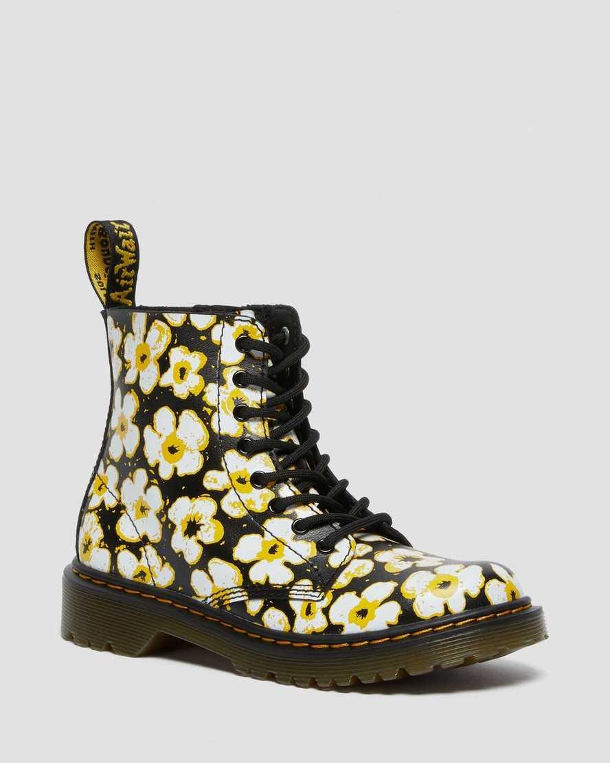 https://i1.adis.ws/i/drmartens/26613001.88.jpg?$large$Boots 1460 à Fleurs Junior | Dr Martens